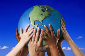 Globe w Hands